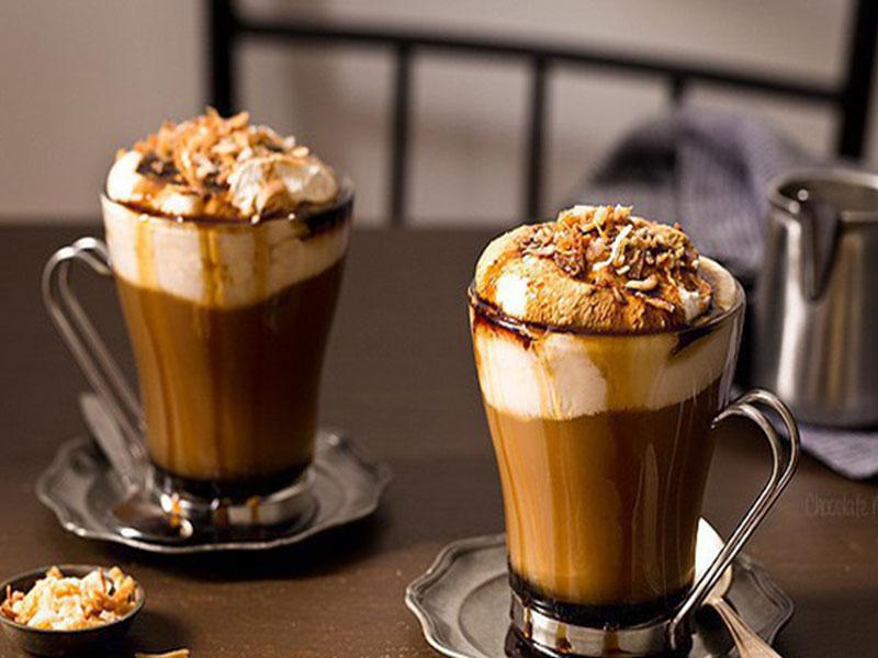 """Chăm sóc gia đình bằng ly """"Cà phê cốt dừa"""" ngon ngả nghiêng"""