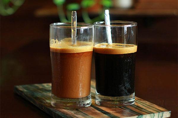 Câu chuyện cà phê: CÀ PHÊ SỮA & CÀ PHÊ ĐEN