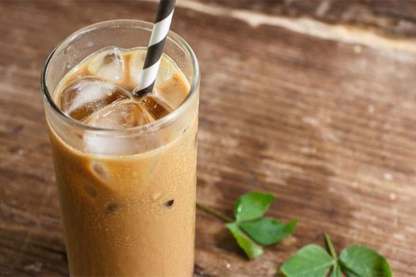 Cách pha cà phê sữa đơn giản tại gia