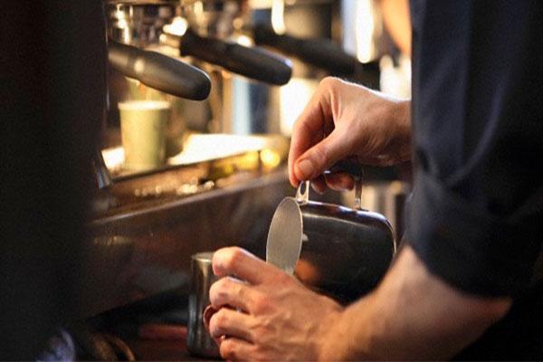 Sử dụng máy pha cà phê mini như thế nào là đúng cách?