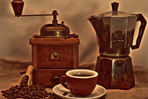 Xay hạt cà phê rang bằng máy xay sinh tố?